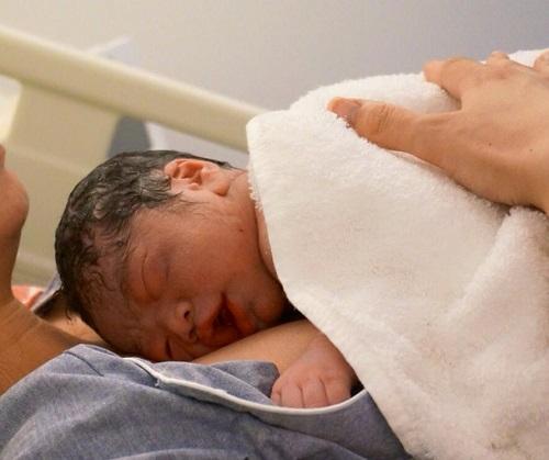 12月2日ブログ 「早期母子接触」写真 沼田.jpg